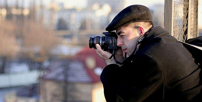 Фотограф снимает